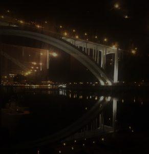 Weerspiegeling van de Arrábida brug