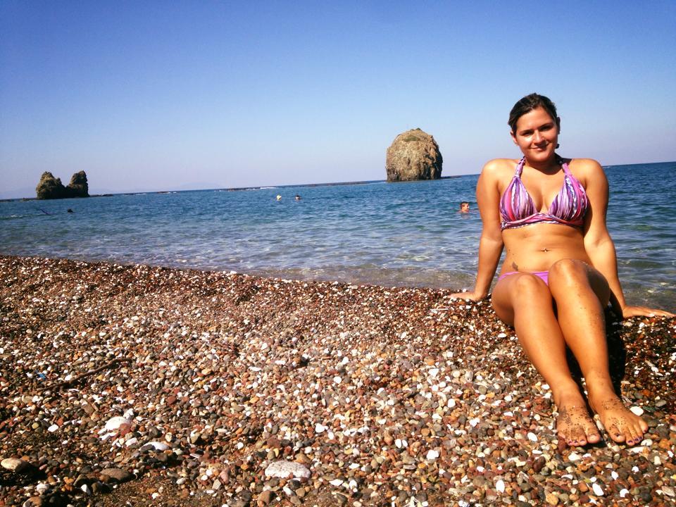 Het strand van Mantoudi, waar je de ferry naar Skiathos kan pakken